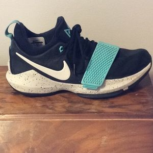Nike PG1 Men's Basketball Shoes Size 9 US